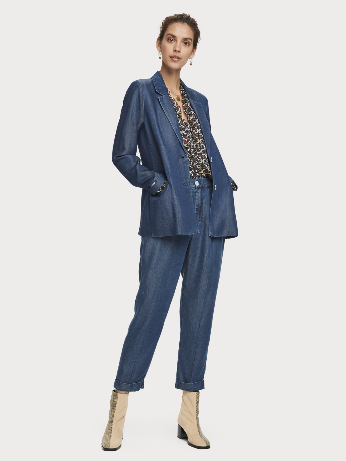 Damer Chinos i Tencel med high-rise drapy fit
