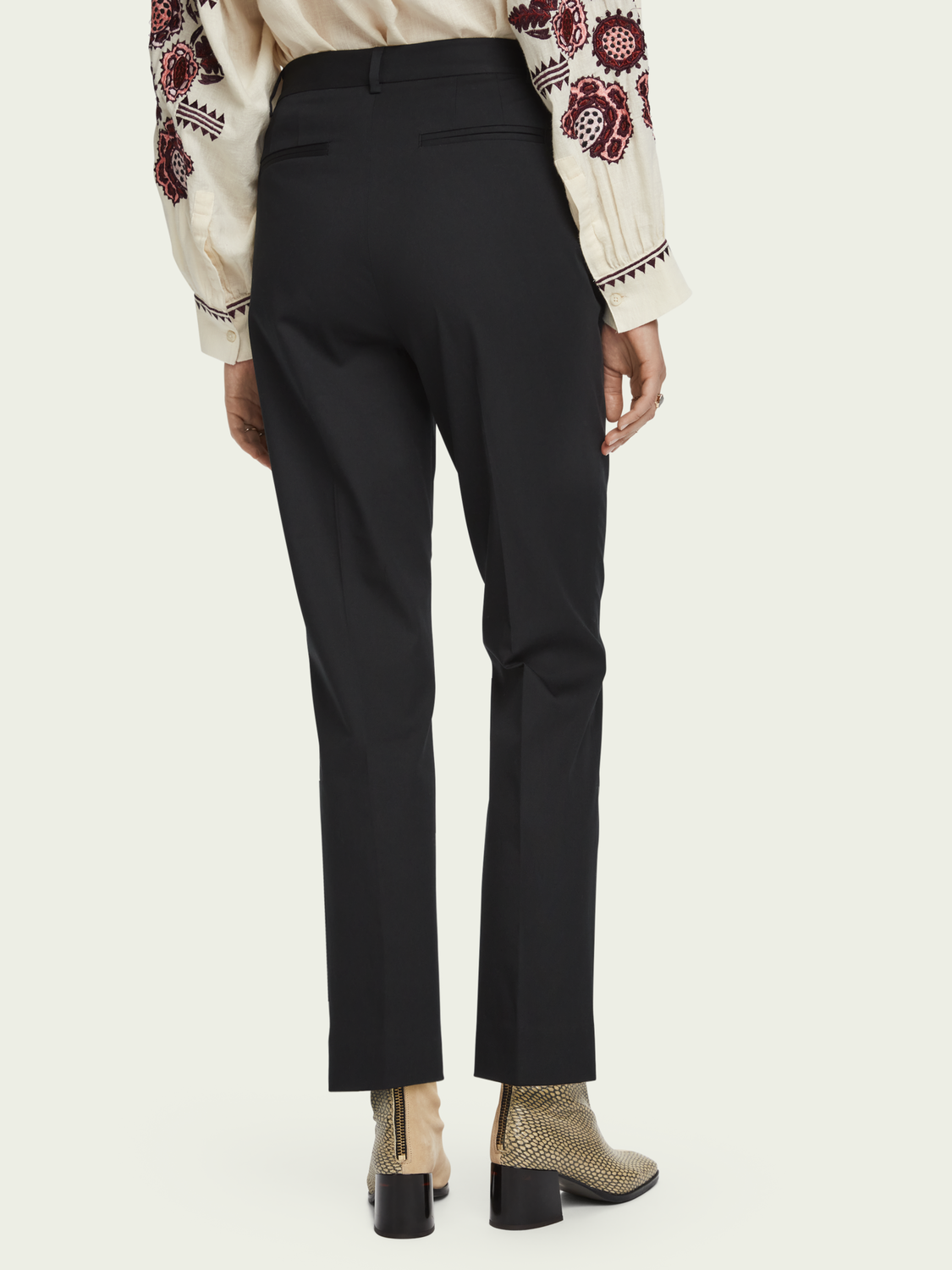 Damen Abott | Mid Rise Regular Fit Chino