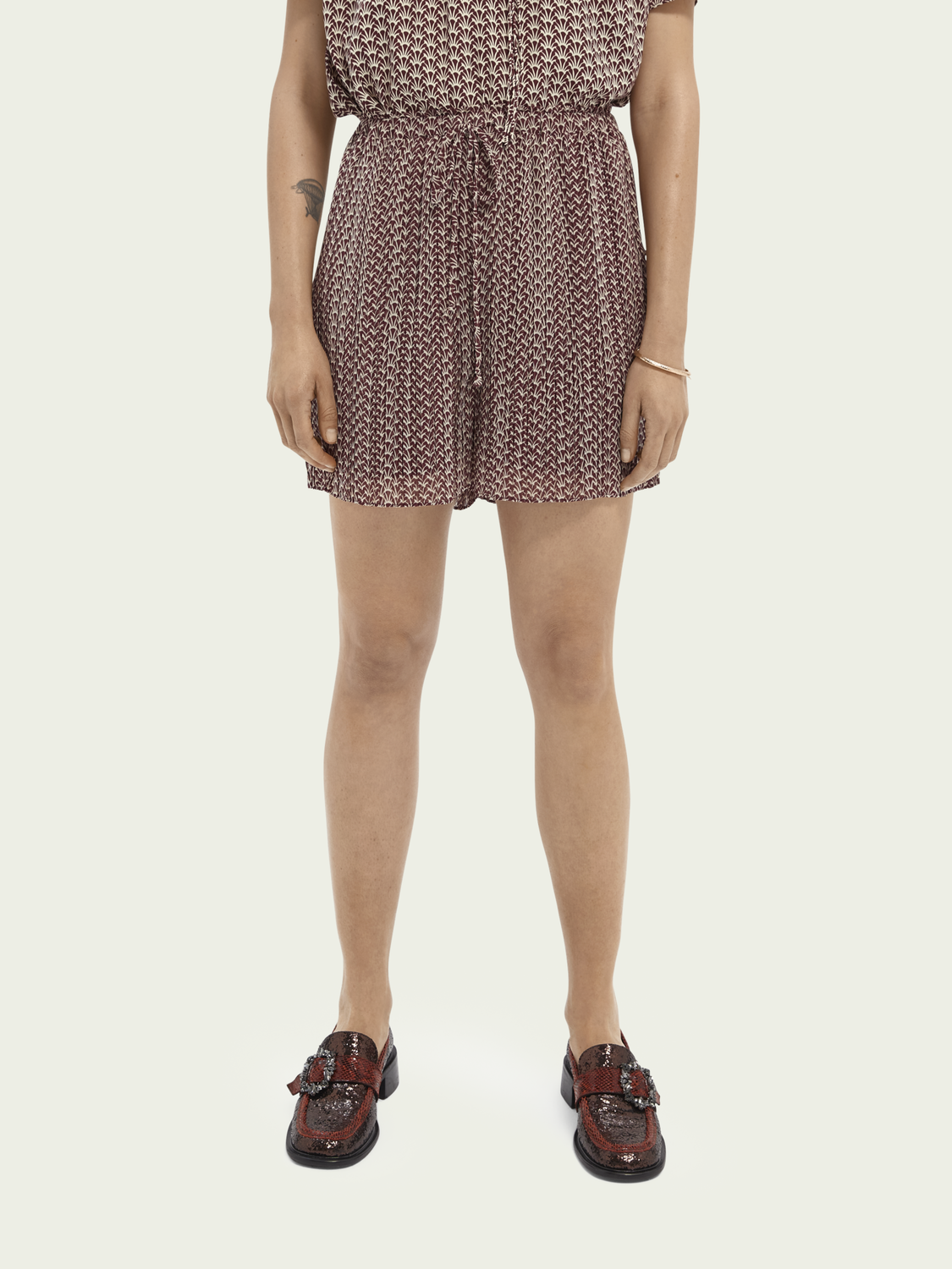 Women High-waisted pleated shorts