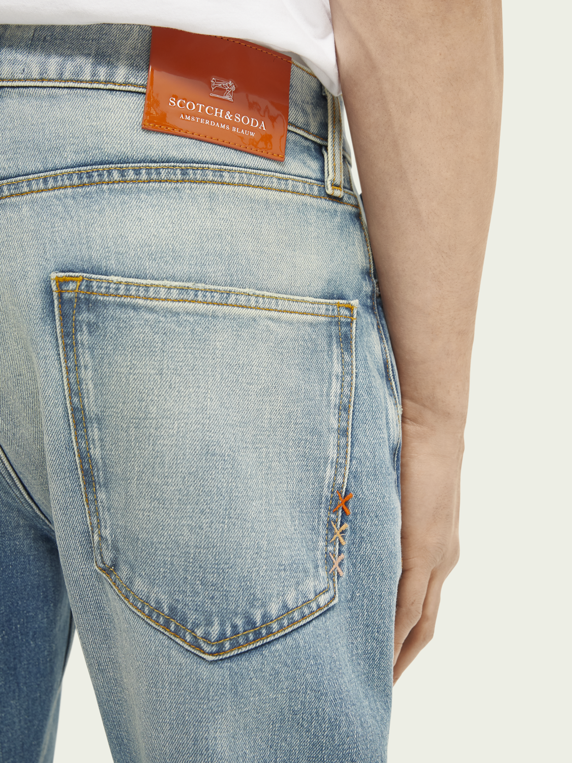 Men Dean loose tapered jeans — Break the Record