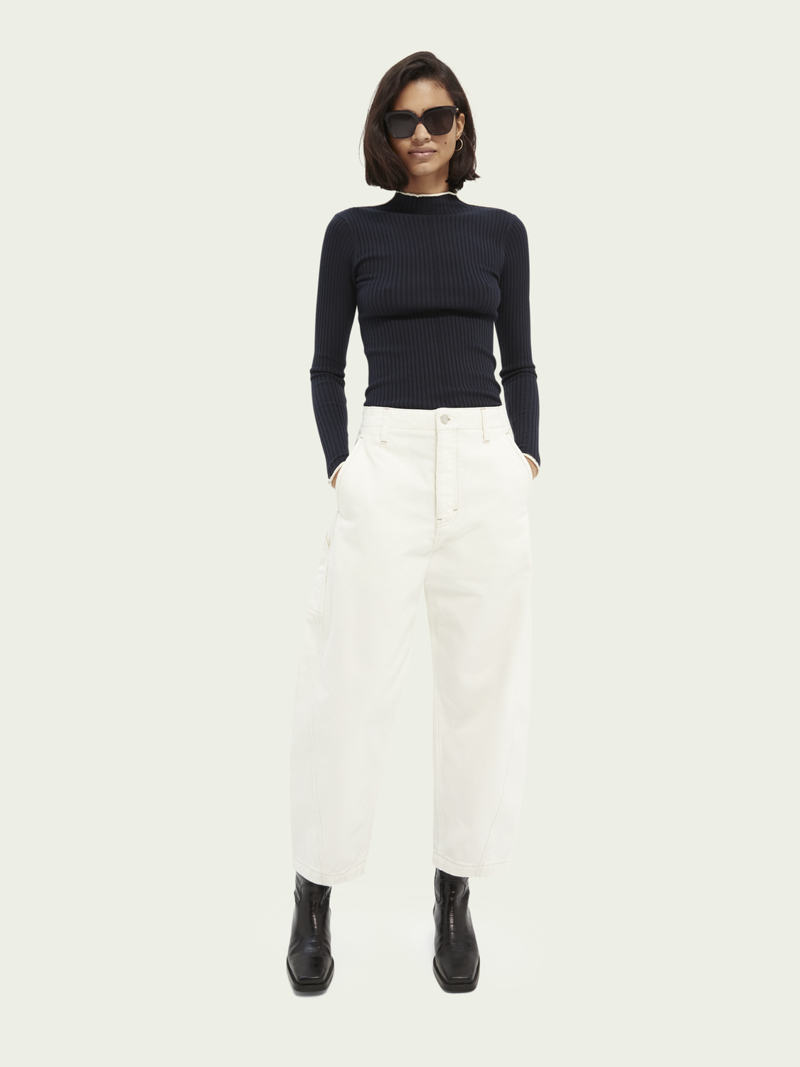 Women Contrasting piping knitted sweater