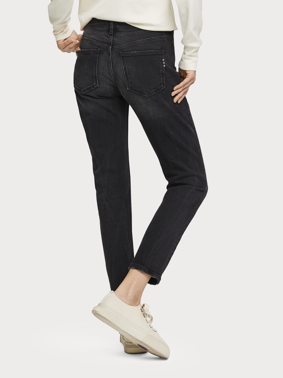 Donna The Keeper - Better In Black | Mid rise slim fit