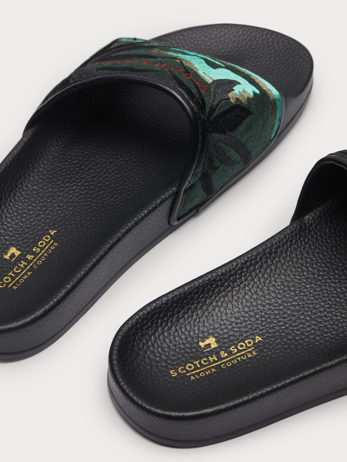 Men Galvyn - Embroidered Slides