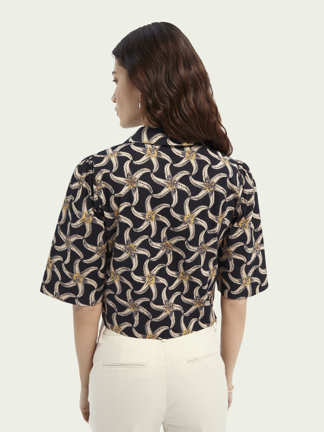 Women Printed puffy sleeved cropped shirt