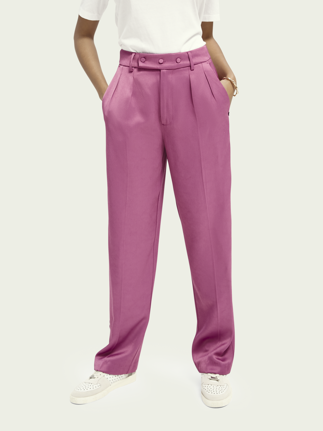 Women High rise wide legged ECOVERO™ blend trousers