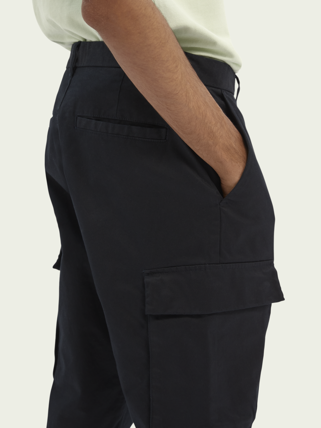 Men Fave classic twill cargo trousers