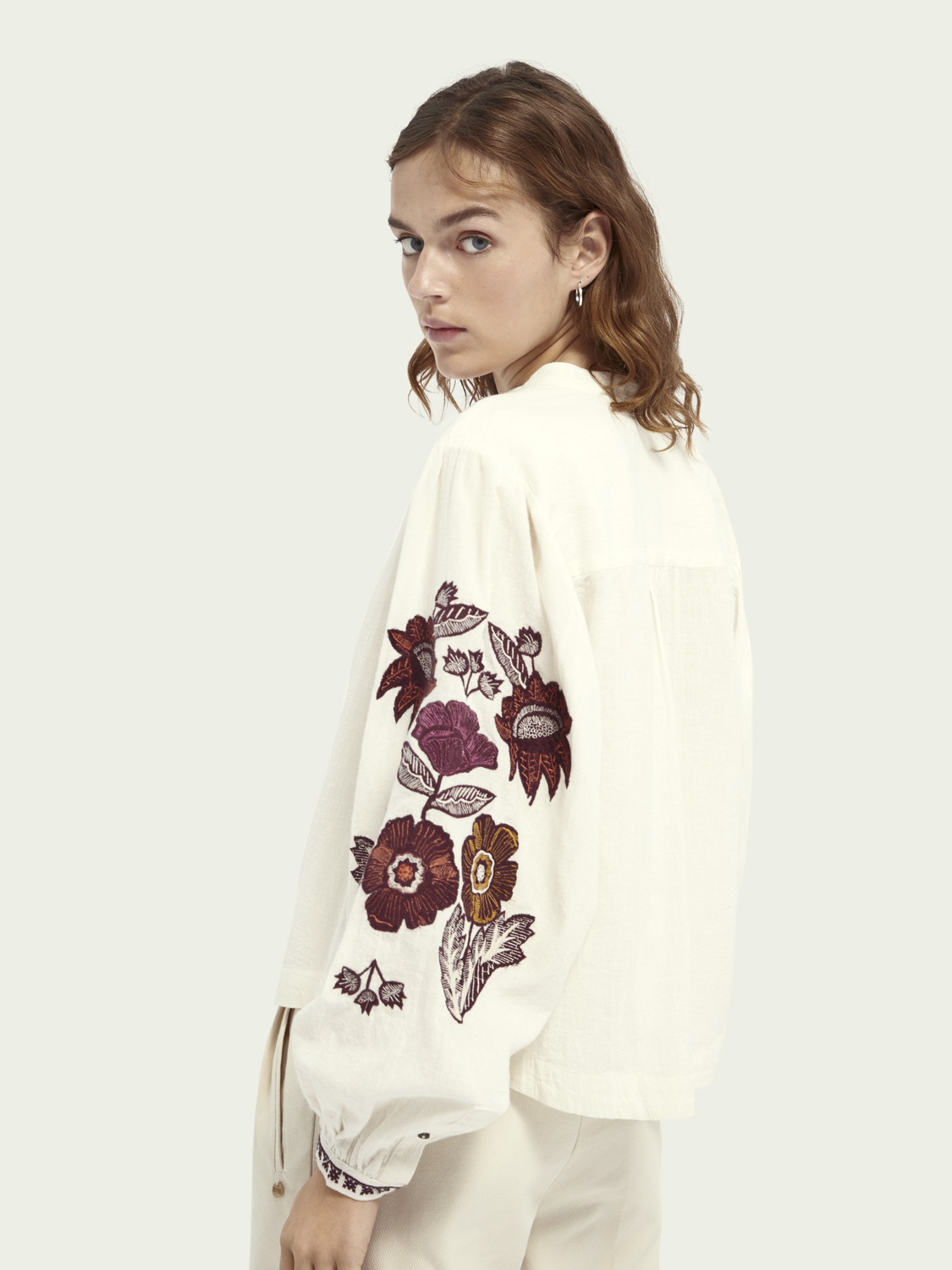 Women Voluminous sleeved embroidered top
