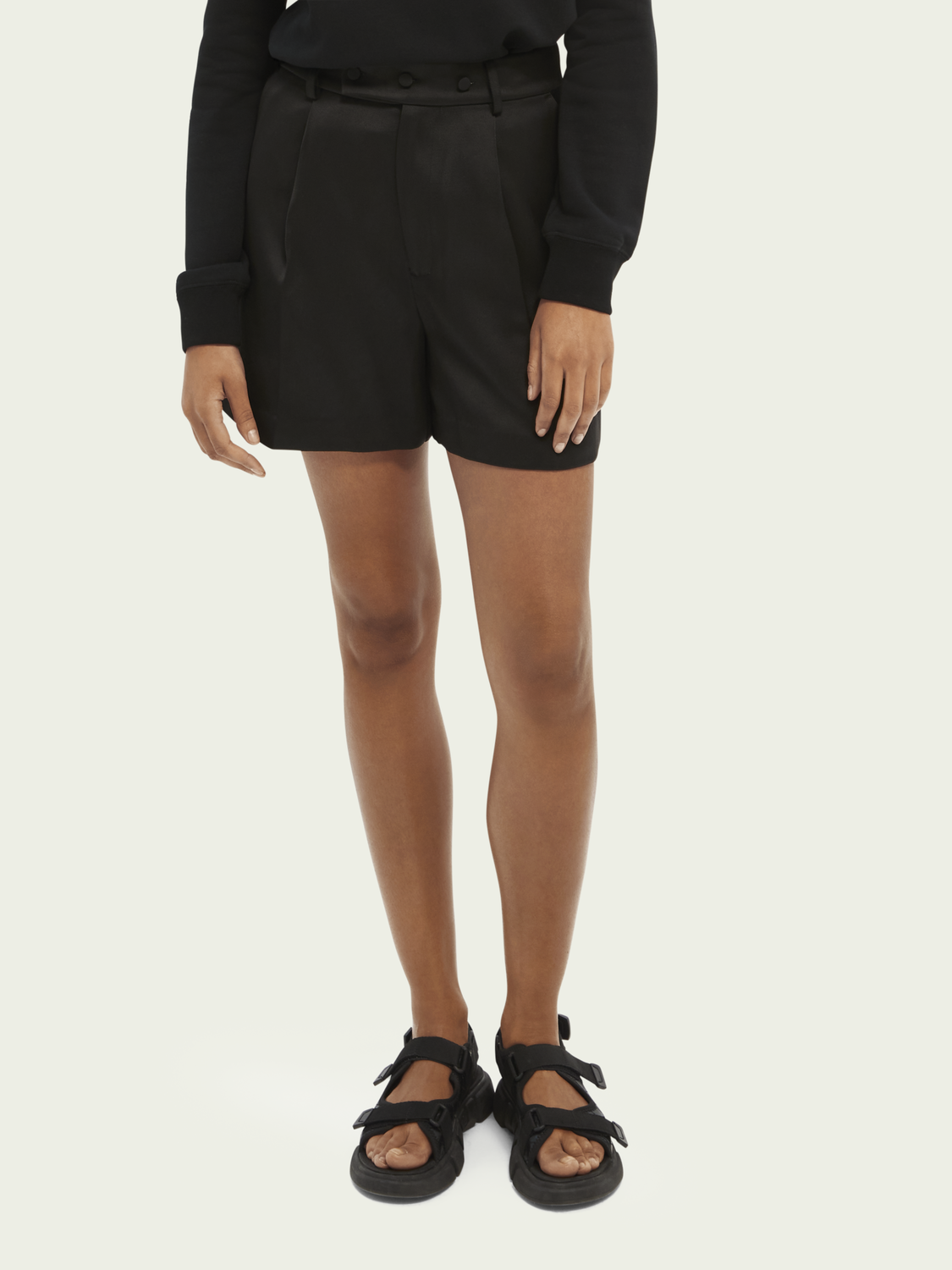 Donna Shorts high-rise effetto lucido in twill