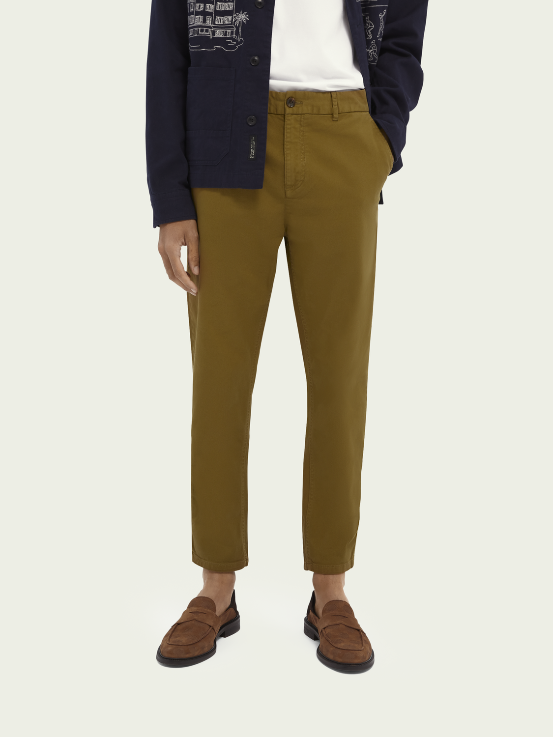 Men Fave classic garment-dyed twill chino