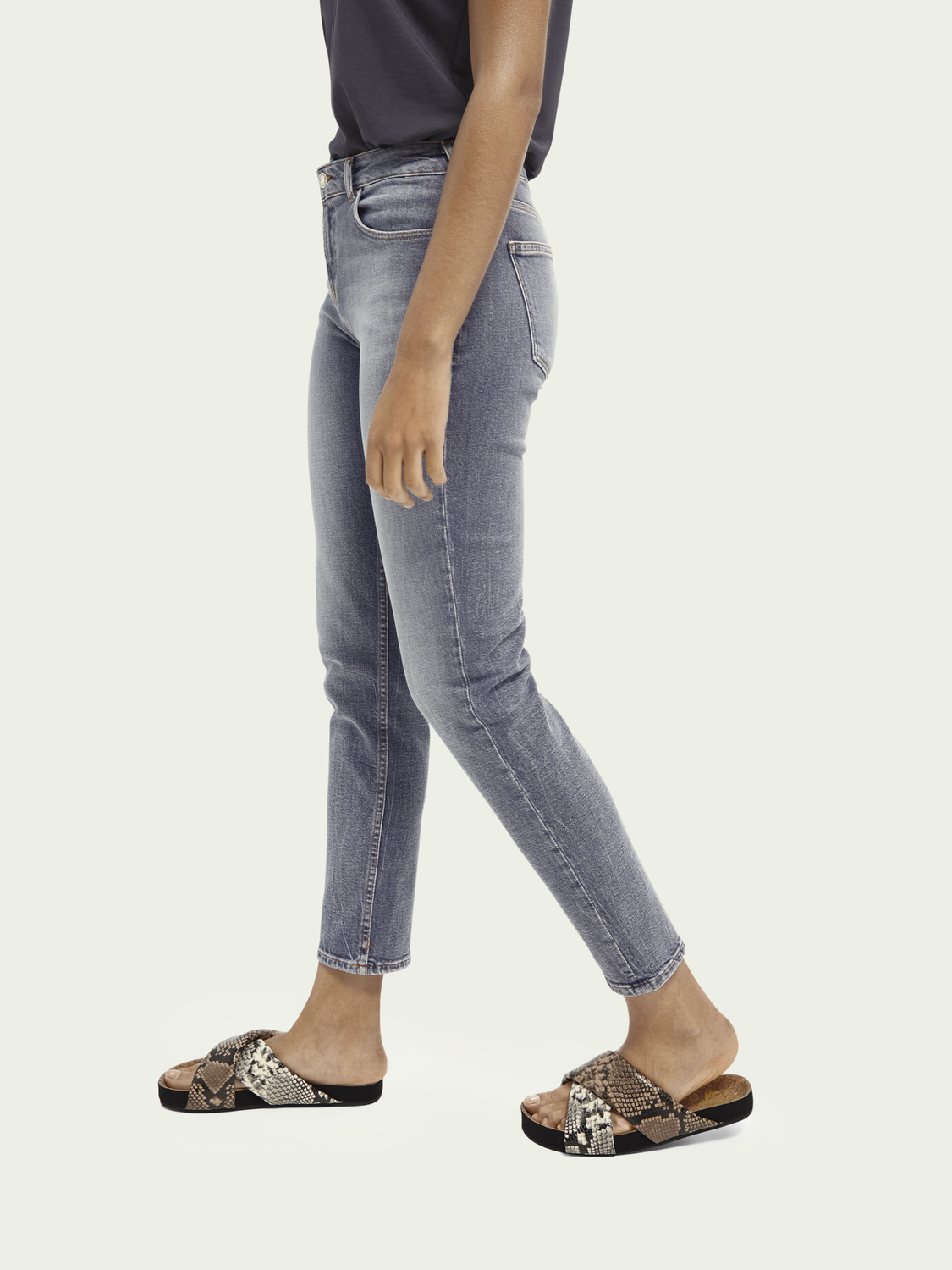 Damen The Keeper Mid Rise Slim Fit Jeans aus recycelter Baumwollmischung – Pop Of Smoke