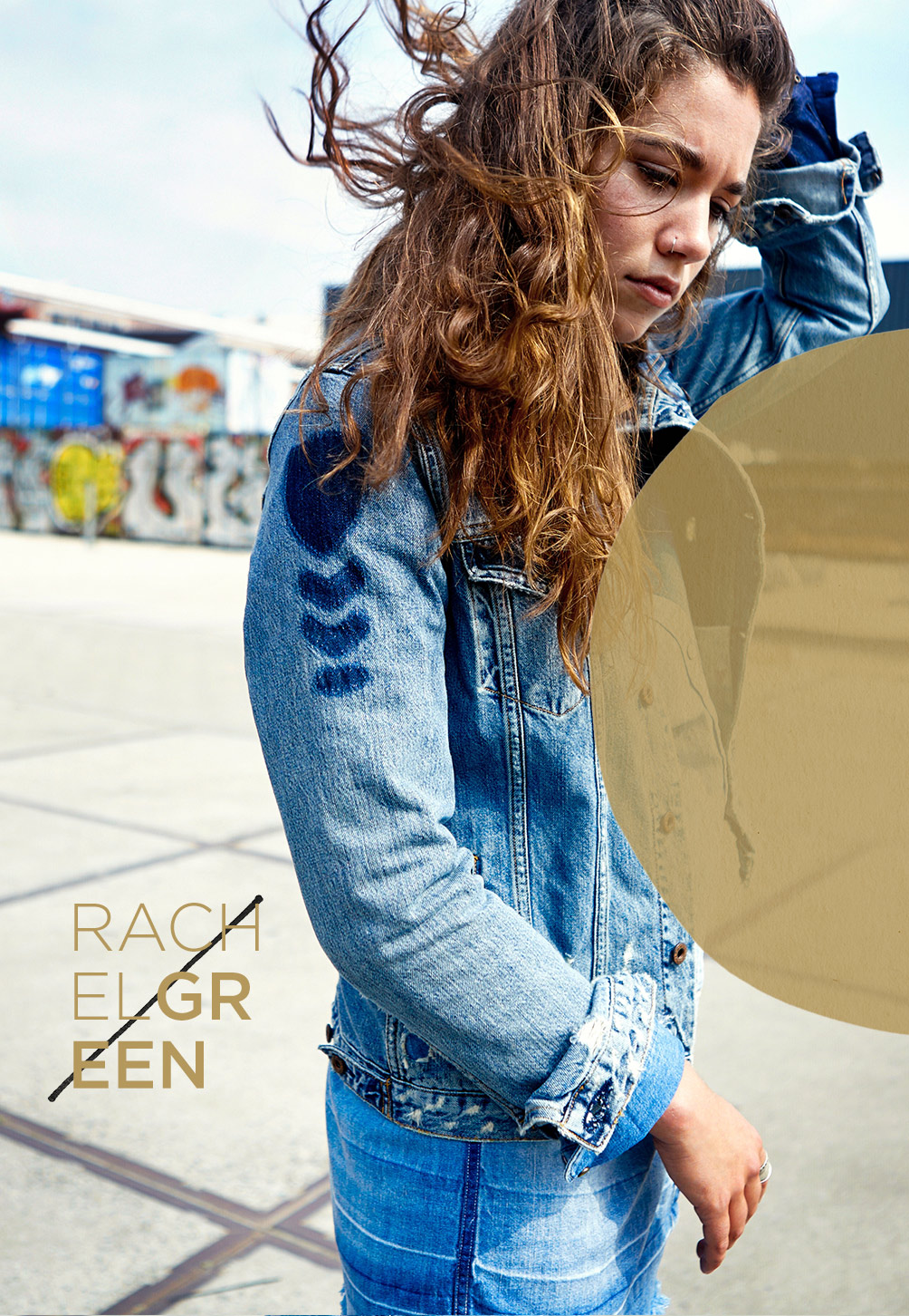 Model wearing our amsterdam blauw denim collection